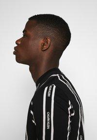 Calvin Klein - VERTICAL LOGO STRIPE - Printtipaita - black - 4