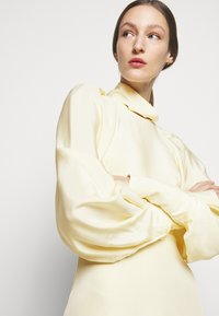 Victoria Beckham - DRAPED SLEEVE DRESS - Maxi šaty - cream - 5