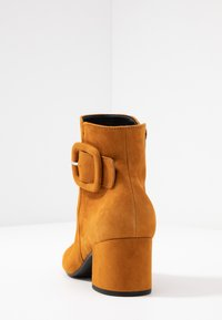Gabor - Ankle boot - curry - 5