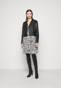 Pinko - UTOPIA - Day dress - bianco/nero - 1