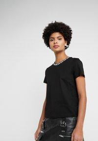 MICHAEL Michael Kors - LOGO NECKLINE BABY - Print T-shirt - black - 0