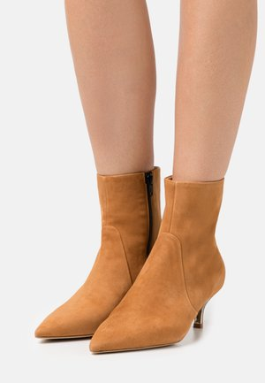 Classic ankle boots - miele