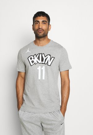 NBA BROOKLYN NETS KYRIE IRVING NAME NUMBER TEE - Article de supporter - dark grey heather