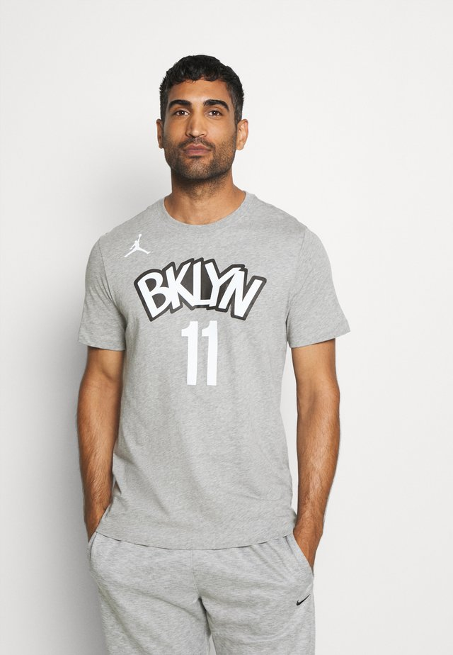 NBA BROOKLYN NETS KYRIE IRVING NAME NUMBER TEE - Club wear - dark grey heather