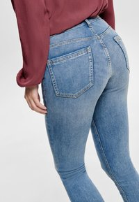 ONLY - ONLBLUSH MID ANKLE - Jeans Skinny Fit - light blue - 3