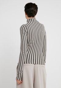MM6 Maison Margiela - Stickad tröja - beige/black - 2