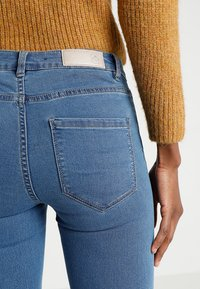 Vero Moda - VMJULIA FLEX IT  - Jeans Skinny Fit - medium blue denim - 3
