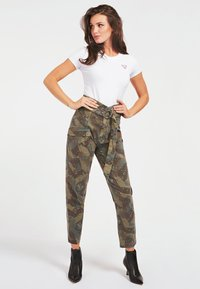 Guess - Cargo trousers - camouflage - 1