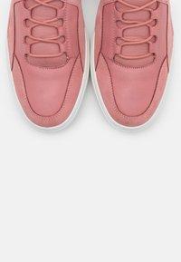 ECCO - SOFT WEDGE - Sneakersy niskie - light pink - 5