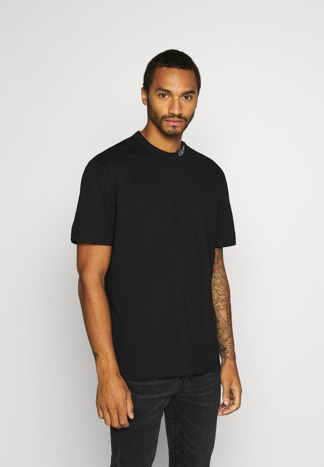 COLLAR INTARSIA TEE UNISEX - T-shirt imprimé - black