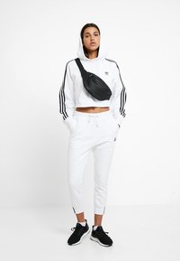 adidas Originals - PANT - Pantalon de survêtement - white - 1