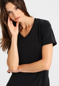 Daquïni - OLIVIA - Basic T-shirt - black - 3