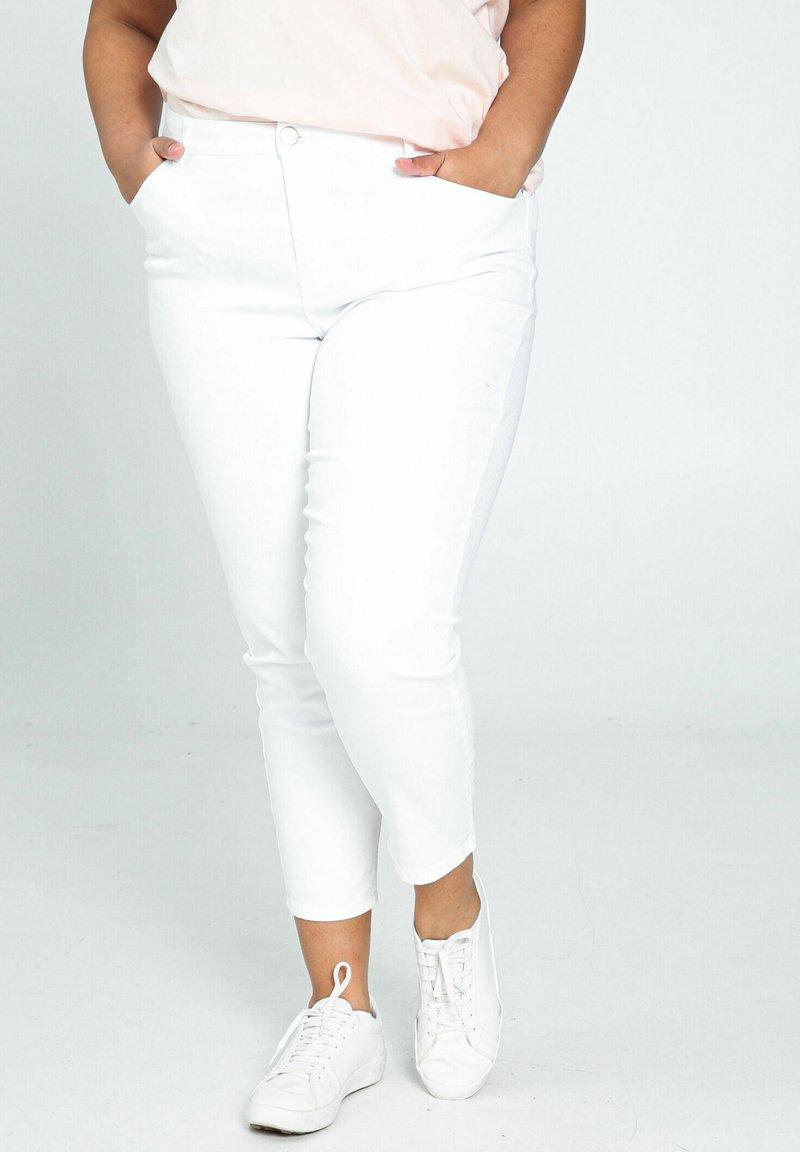 Paprika - Trousers - white