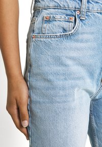 Gina Tricot - VINTAGE HIGH WAIST  - Relaxed fit jeans - mid blue - 5