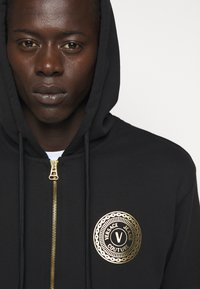 Versace Jeans Couture - FULL ZIP HOODIE WITH LOGO - Bluza rozpinana - nero - 6
