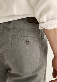 Massimo Dutti - IM VINTAGELOOK  - Trousers - grey - 2