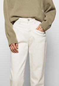 CLOSED - PEDAL PUSHER - Relaxed fit jeans - ecru - 4