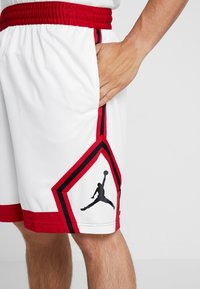 Jordan - JUMPMAN STRIPED SHORT - Sportovní kraťasy - white/gym red/black - 4