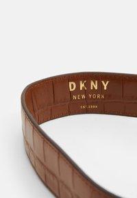 DKNY - COOPER BOX CROSSBODY - Skulderveske - caramel - 3