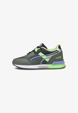 Trainers - castlerock-elektro green
