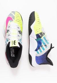 Nike Performance - COURT AIR ZOOM TURBO - Tenisové boty na všechny povrchy - white/laser fuchsia/sapphire/hot lime - 1