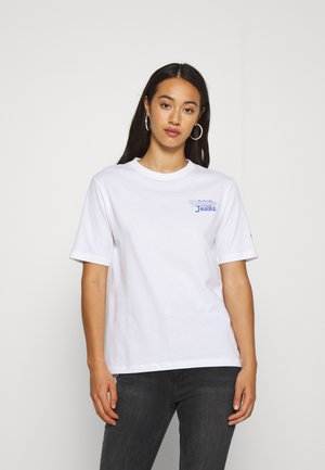 SUMMER REPEAT BACK TEE - T-shirt z nadrukiem - white