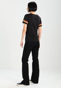 Wrangler - Flared Jeans - retro black - 3