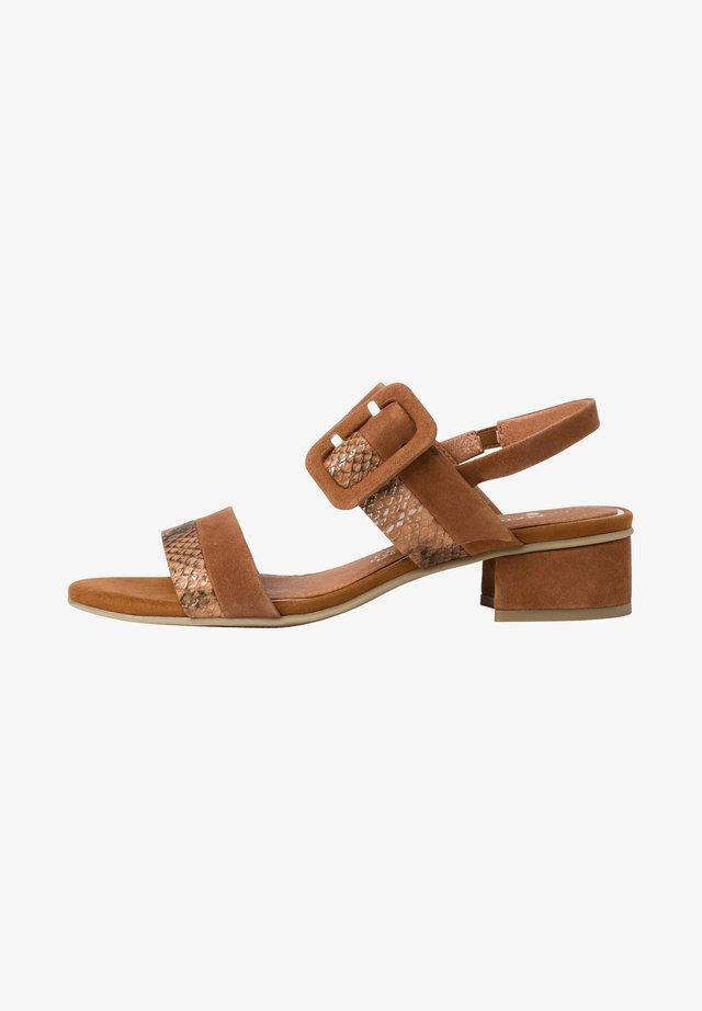 Sandales - cognac comb