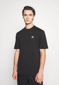 adidas Originals - TREFOIL TEE - Print T-shirt - black/white - 0