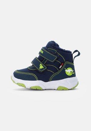 Winter boots - dark navy/lime