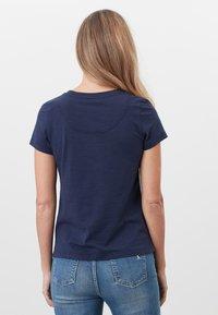 Tom Joule - MIT RUNDHALSAUSSCHNITT CARLEY  - Print T-shirt - französisch marineblau - 2