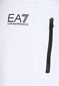 EA7 Emporio Armani - Shorts - white/black - 2