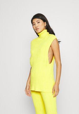 DORTHEA VEST - Jumper - yellow