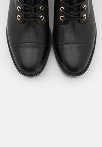 MICHAEL Michael Kors - TATUM BOOT - Snørestøvletter - brown/black - 6