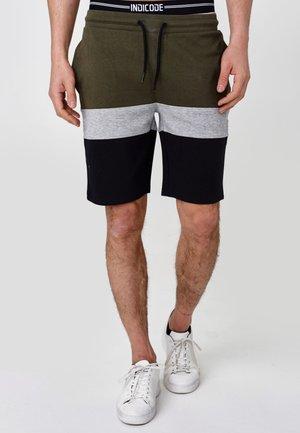 PAUL - Shorts - army