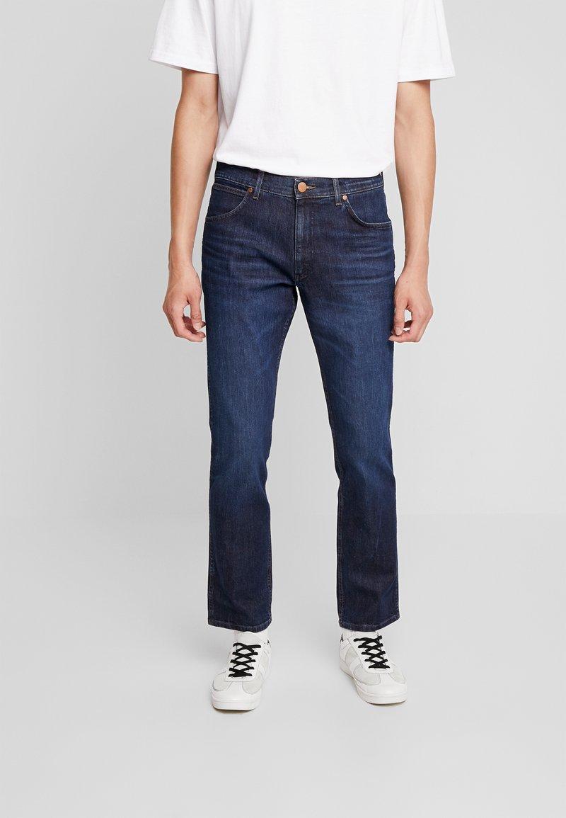 Wrangler - GREENSBORO - Jeans a sigaretta - the champ