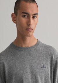 GANT - Stickad tröja - dark grey melange - 3