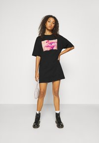 Even&Odd - Basic oversized T-Shirt Dress - Sukienka z dżerseju - black/ pink - 1