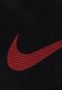 Nike Performance - UTILITY M DUFF - Sports bag - black/track red - 6