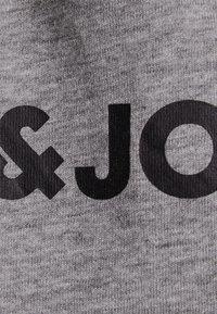 Jack & Jones Junior - JJECORP LOGO - T-shirt med print - light grey melange - 2