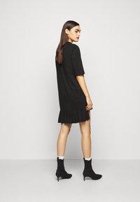 MOSCHINO - DRESS - Žerzejové šaty - black - 2