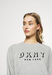 DKNY - PULLOVER FLOCKED SHADOW LOGO - Mikina - pearl grey heather - 3