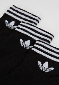 adidas Originals - 3 PACK - Calcetines - black/white - 2