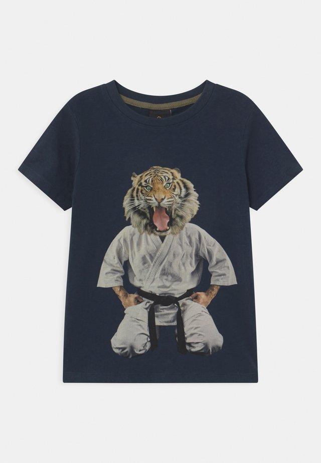 UKE - Print T-shirt - navy blazer
