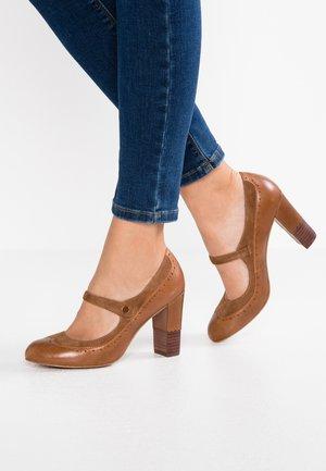 LEATHER CLASSIC HEELS - Classic heels - cognac