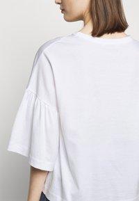 DRYKORN - FIMONI - Print T-shirt - weiss - 5