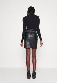 ONLY Tall - ONLMAIYA MIRI SKIRT - Mini skirt - black - 2