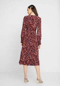 Monki - ERICA DRESS - Kjole - red/multisprinkle - 3