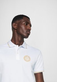Versace Jeans Couture - Polo - bianco/gold - 5
