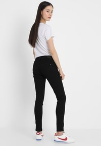 Tommy Jeans - MID RISE NORA - Jeansy Skinny Fit - dana black - 2